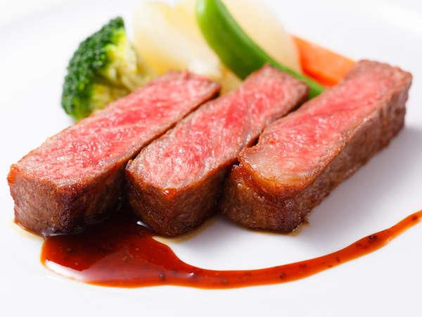 料理長おすすめディナーコース「セゾン」牛ロース肉のソテー マスタードソース