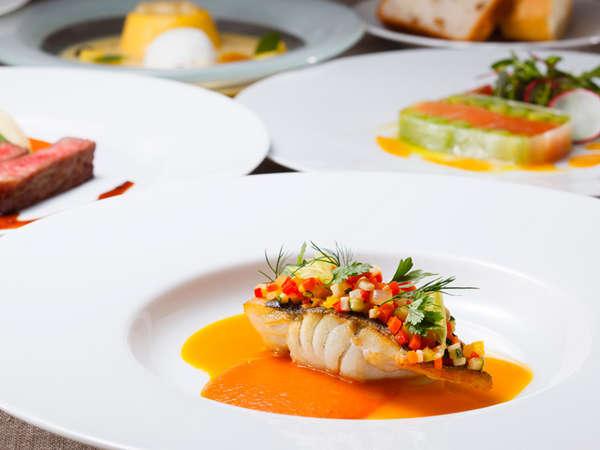 料理長おすすめディナーコース「セゾン」6~8月のメニュー※写真は通常の量のコースのイメージです