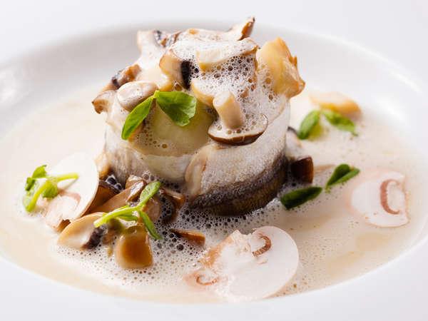 料理長おすすめディナーコース「セゾン」カマスのポーピエットに茸の軽い煮込み