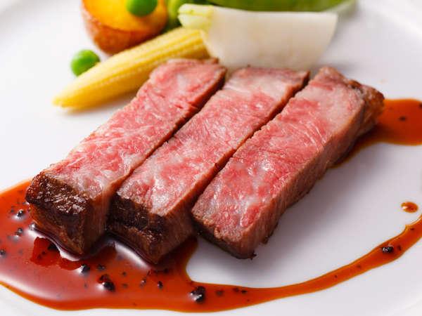 料理長おすすめディナーコース「セゾン」牛ロース肉のソテー トリュフソース