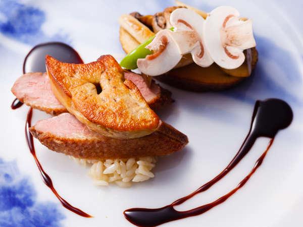 ディナーコース「富士屋浪漫」鴨胸肉とフォアグラのポワレ 赤ワインソース 茸のリゾット添え