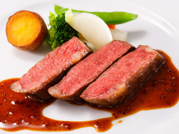料理長おすすめディナーコース「セゾン」牛サーロインのステーキ マスタードソース