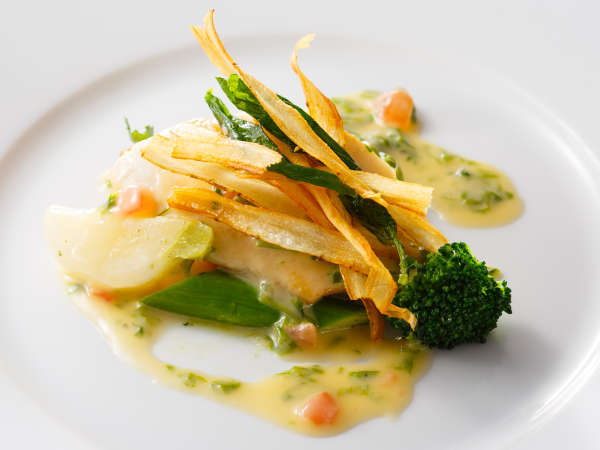 ディナーコース「セゾン」チョイスできるメイン~魚料理~鰆のポワレと青海苔入りブールブランソース