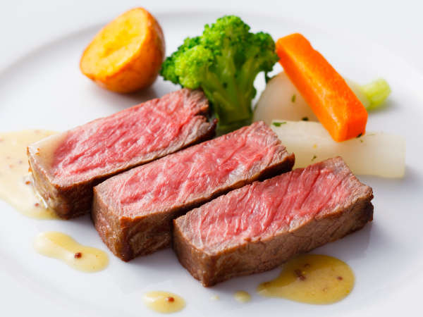 ディナーコース「セゾン」チョイスできるメイン~肉料理~牛ロース肉のステーキ マスタードソース