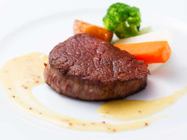 ディナーコース「フォレスト」牛フィレ肉のステーキ マスタードソース