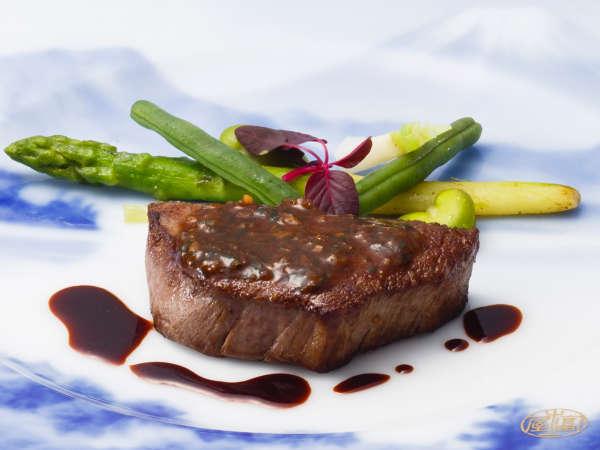 ディナーコース「富士屋浪漫」牛フィレ肉のステーキ 香草入りエシャロットソース