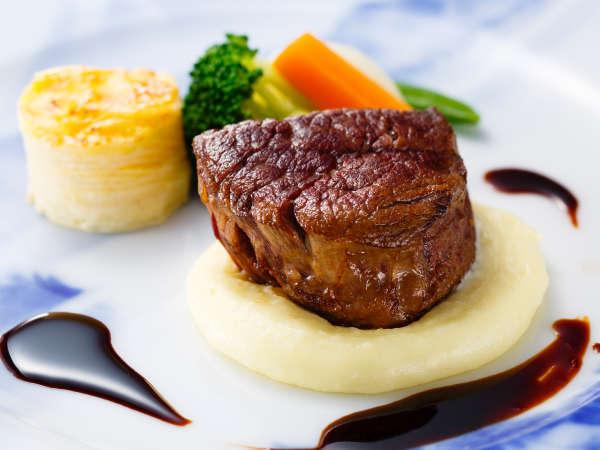 ディナーコース「富士屋浪漫」牛フィレ肉のステーキにネセロリのピュレ 赤ワインソース