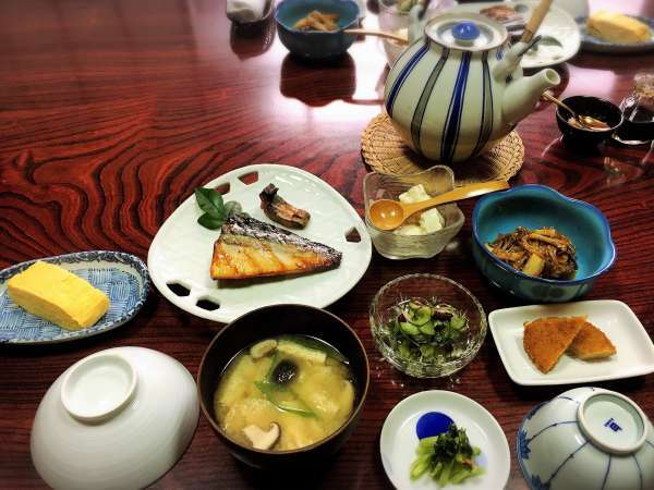 鯖を使った朝食の一例(三丁町ながた棟)