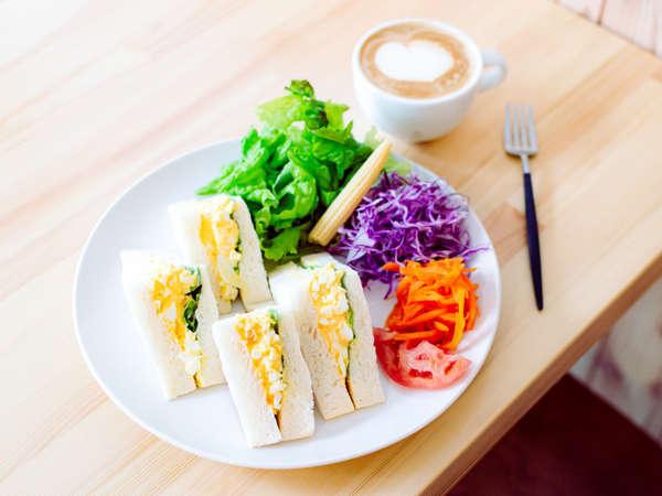 朝食のタマゴサンドセットです。(*朝食付プラン)
