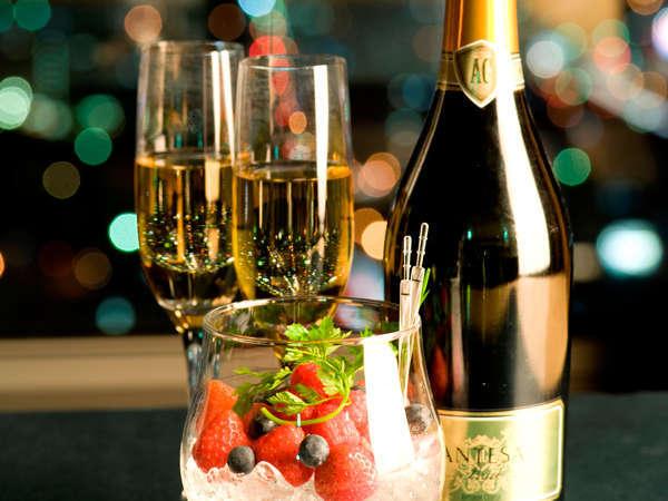 煌く夜景を二人占め♪<31階以上エグゼクティブフロア!選べる朝食付>スパークリングワイン&ベリー盛合せ