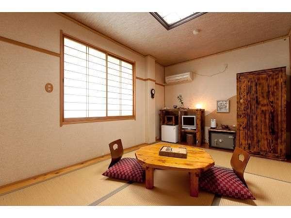 6畳和室;山側(ウォシュレット・洗面付)手作り家具のぬくもり溢れる客室