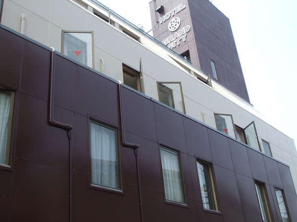 ビジネスホテル グランドシティーの外観