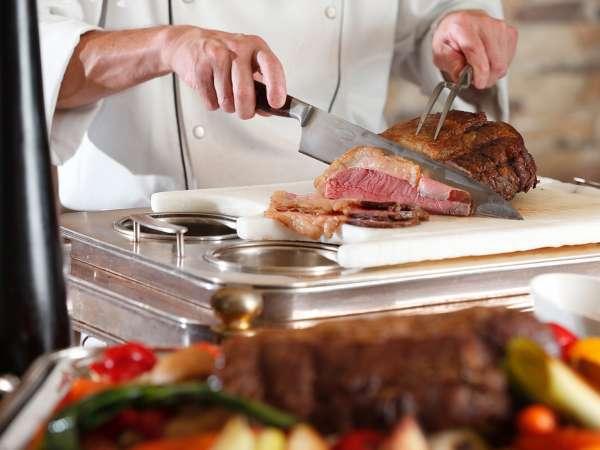 【ご家族からグループまで】人気No.1プラン!季節の料理が食べ放題「味覚のブッフェ」(夕朝食付)