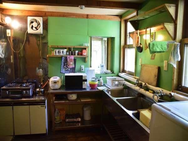 自炊設備の完備したキッチン