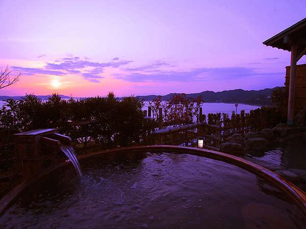 とろとろの泉質と壮大な鳴門海峡を一望する景色が自慢の展望浴苑 ≪夕映えの湯≫