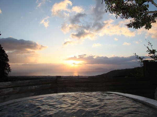 天空の湯 天然石の露天風呂 写真提供:じゃらんnet
