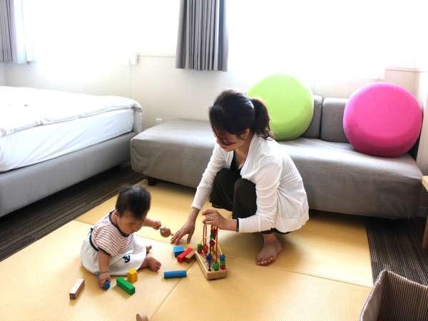 畳敷きのスペースもありおもちゃも用意