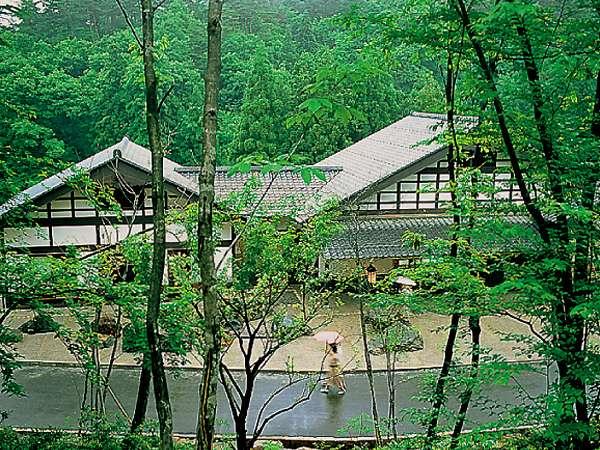 【石川県の伝統文化に触れてみよう!】加賀伝統工芸村「ゆのくにの森」入村券&利用券付<加賀ていねい>
