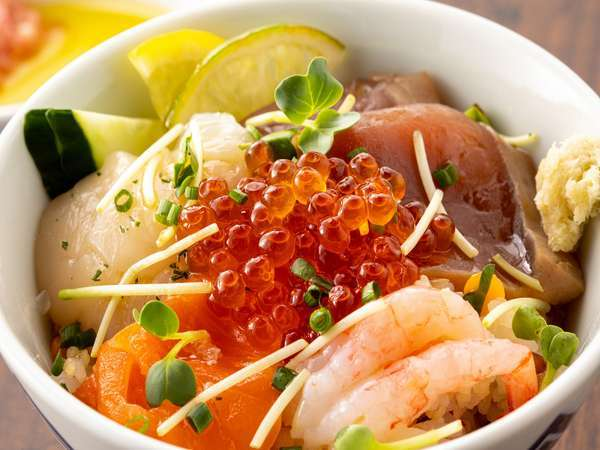 海の幸をふんだんに使用した朝食<一例>
