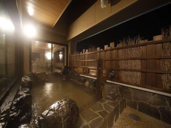 ◆男性露天風呂(夜) 営業時間 15:00-翌朝10:00