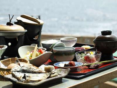 【1泊朝食】朝は刺身・鯵の干物!〜お手軽温泉14種類のお風呂を湯巡り〜