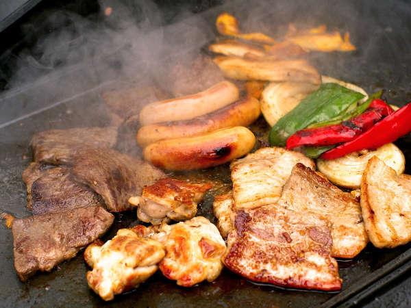 夏限定★海の横BBQ★お肉おかわり自由&海鮮付き!雨が降ってもテラスがあるので安心♪
