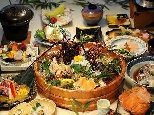 冬においしい伊勢海老をメインに海山の恵みたくさんのお膳をお召し上がりくださいませ。