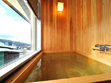 *特別室に付いている、檜製展望風呂!檜の香りと、窓からの眺望に癒されます♪
