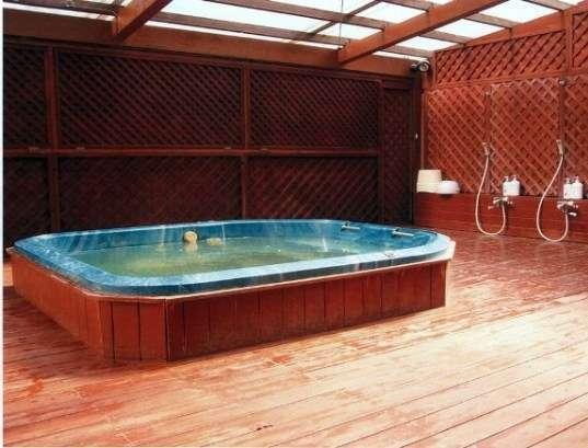 天然温泉「ひかり潮の湯」は男女別大浴場(無料)