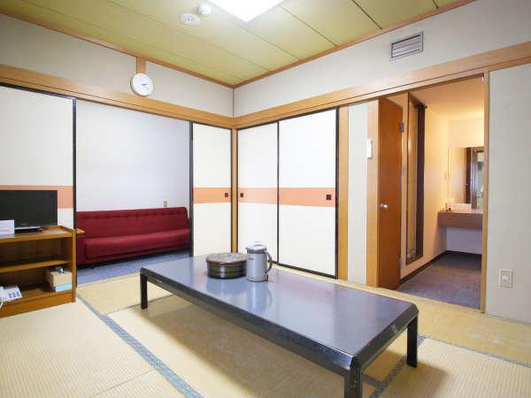 【和室8畳】小さいお子様連れのファミリーからグループ利用に人気です。