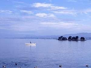 本館上層階からの朝靄の宍道湖のしじみ船は水の都「松江」の情緒を感じさせる独特の風景です。
