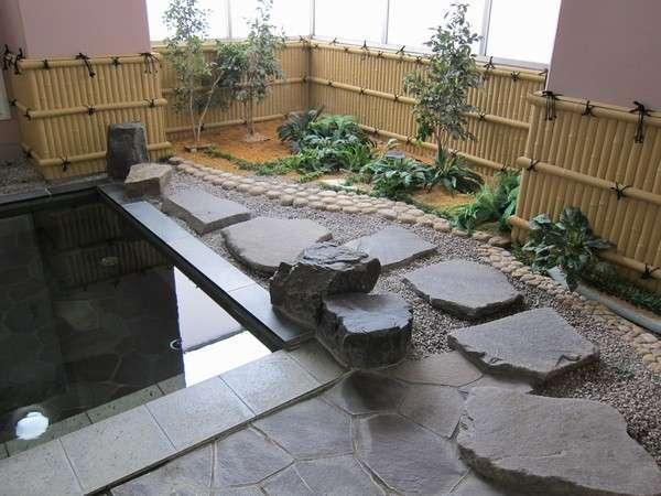 【浴室(男性)】 《露天風呂》 露天風呂の営業時間は16:00~0:00となっております。