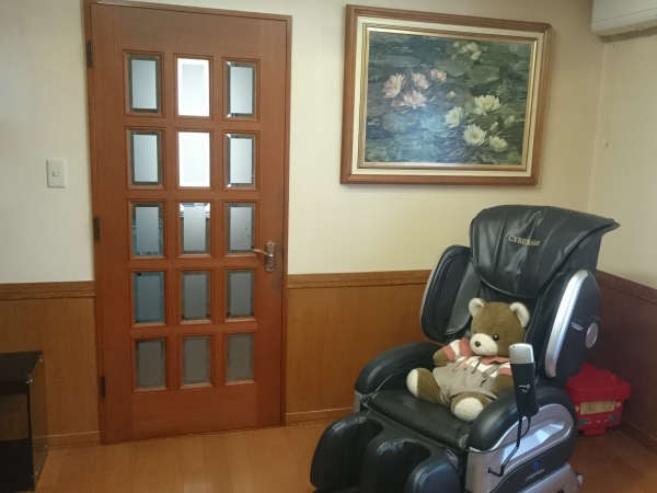 ゲストハウスリビング マッサージチェアGuest House Living Room Massage Chair