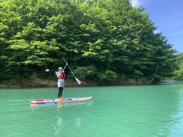 春から秋にかけて老若男女楽しめるアクティビティーの「SUP」入畑温泉ご宿泊でお得に体験いただけます。