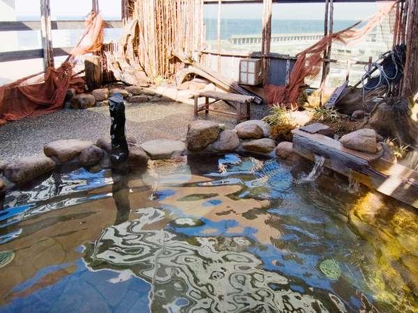 ◆最上階で宗谷海峡を望む男子露天風呂