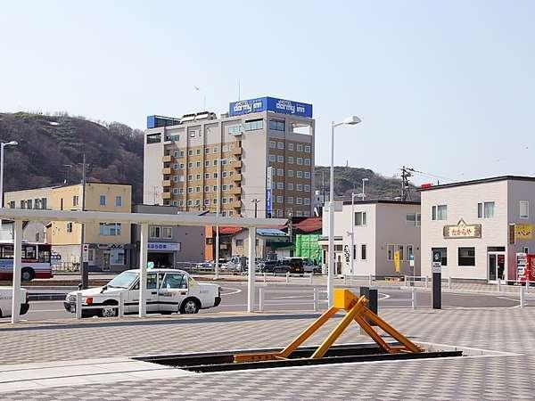 ◆ホテル外観(稚内駅前より)