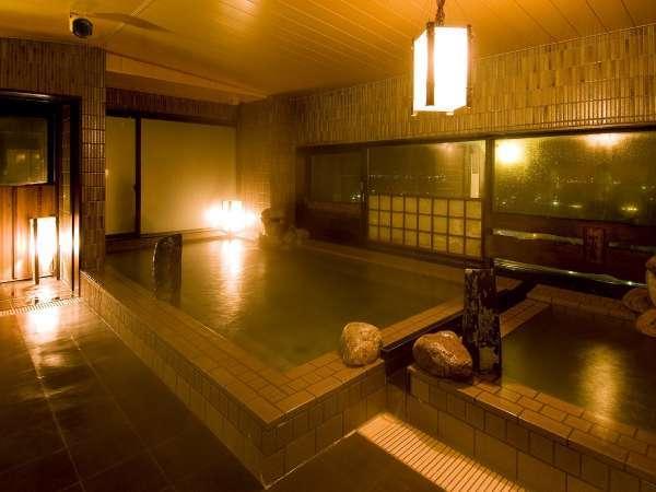 ◆男性大浴場 自家源泉の天然温泉で安らぎのひと時を。