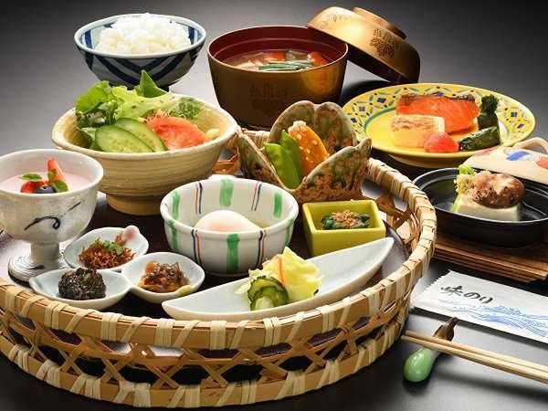 【朝食】一日の元気は朝食から。当館の朝食は和食のお膳でご提供致します(画像はイメージです)。