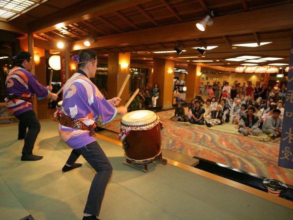 毎晩開催の「慶山太鼓ショー」(中止の場合あり)