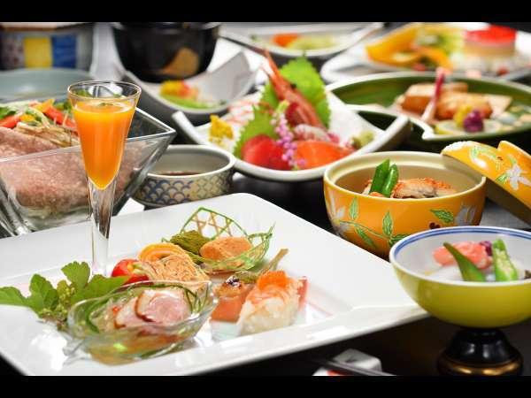 見ても食べても楽しめる、華やかな四季の創作料理。四季折々の食材を使ったメニューをご用意しております。