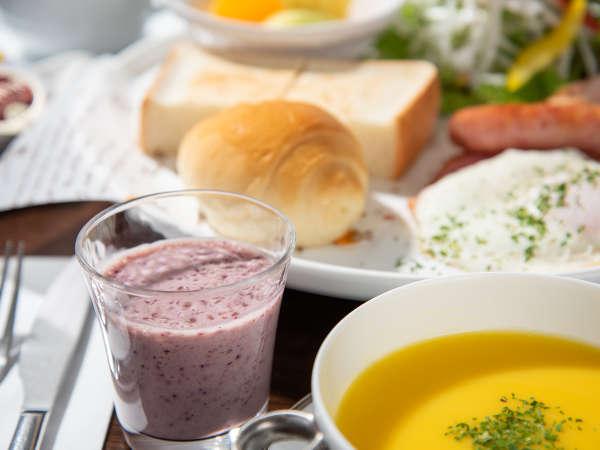 *朝食一例。スムージーなどがついたモーニングセット