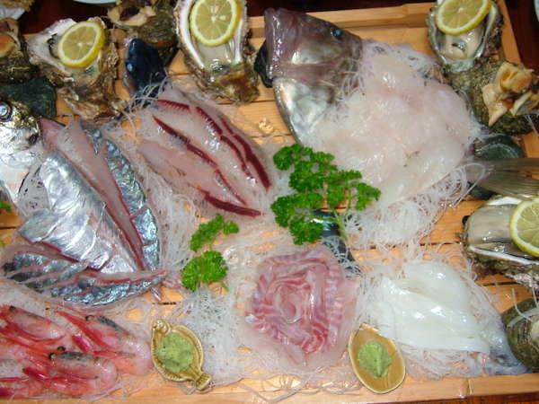季節の魚のはいった舟盛りプランです。