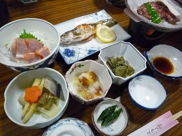 十和田湖の幸、山の恵みにあふれた女将自慢の夕食。