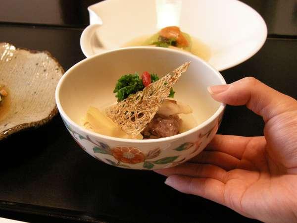 料理人の心が お客様へのおもてなしの心が 一品一品にそそがれます。