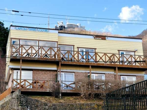 【外観】客室から夜景が一望できる函館山山麓のペンションです