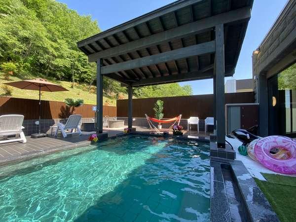 露天風呂ビーチが登場!6月26日から8月末まで土日祝限定でトロピカル風呂イベント開催☆
