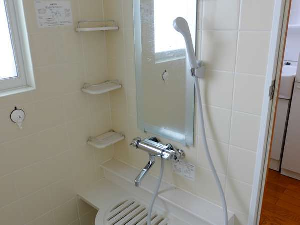 ジェットバス付の清潔なお風呂です。