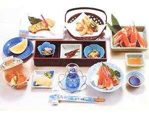 旬の味覚を取り揃えております。地元でとれたお野菜と海鮮を活かした田舎料理です。