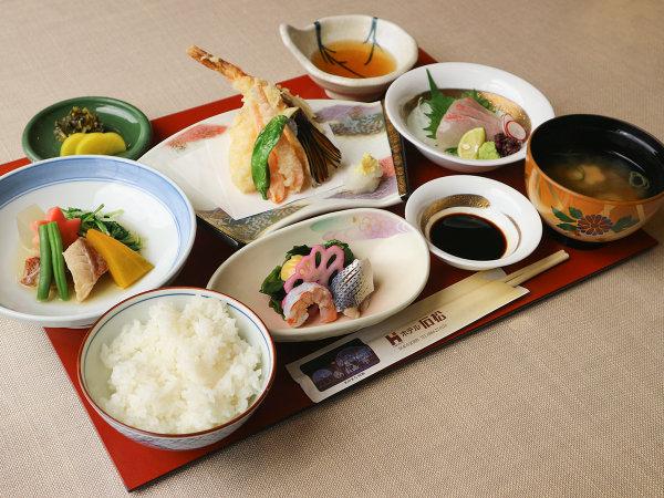 *【夕食一例】地元の旬の山海の幸を使用した料理
