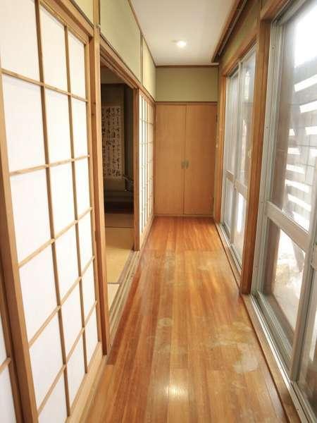 *1階和室前 日本家屋らしい廊下* 廊下から庭を見ることが出来ます